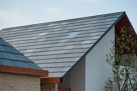 屋根:クールーフ(天然石)