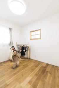 子供 安心 しっくいの家 子供部屋