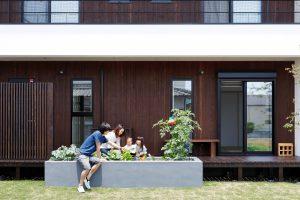 家庭菜園 ウッドデッキ 板張り壁