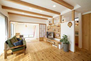 リビング 和室 見せ梁 無垢材 漆喰