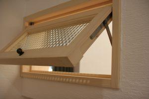 しっくいの家 室内窓 チェッカーガラス