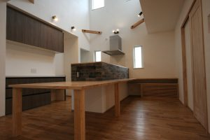 造作キッチン オリジナル しっくい 無垢床 ブリックタイル