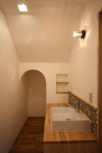 造作洗面 モザイクタイル 洗面カウンター アール垂れ壁